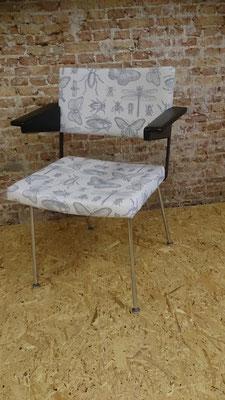 Gispen stoel, binnen en buitenkant vernieuwd. Wachtend op een nieuw thuis...
