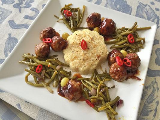 Hackfleisch arabisch mit Schmorbohnen und Couscous