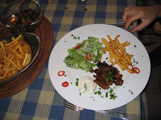 Gyros, Pommes und Salat