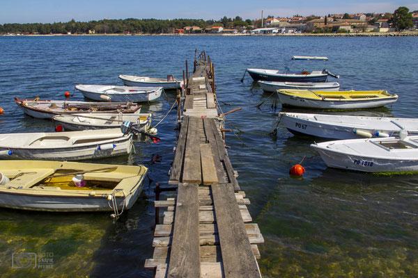 Boote mit Steg in Porec