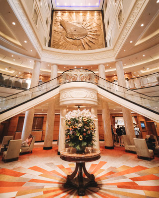 Das imposante Atrium an Bord der Queen Mary 2