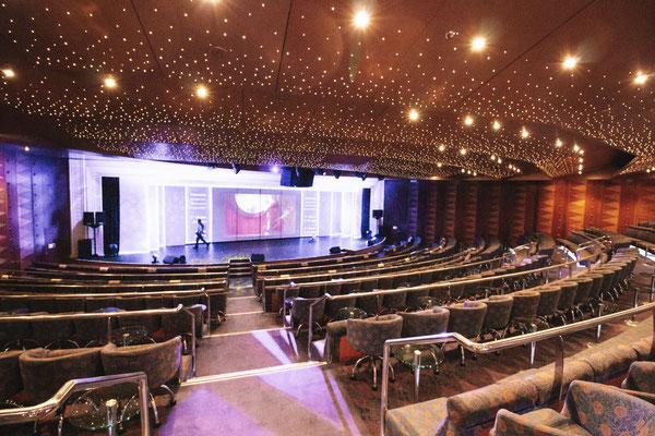 Das Theater Ravello auf Deck 5 und 6