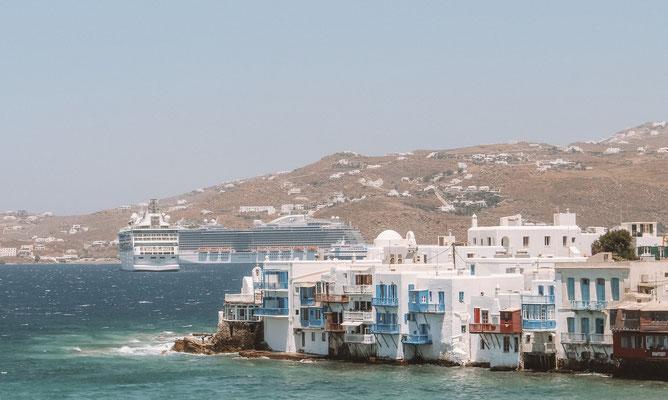 Kreuzfahrtschiffe im Hafen von Mykonos