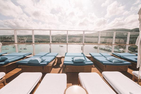 Liegestühle mit garantierter Meersicht im Vibe Beach Club