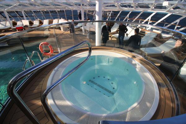 Der Whirlpool auf dem Yacht Club Sonnendeck