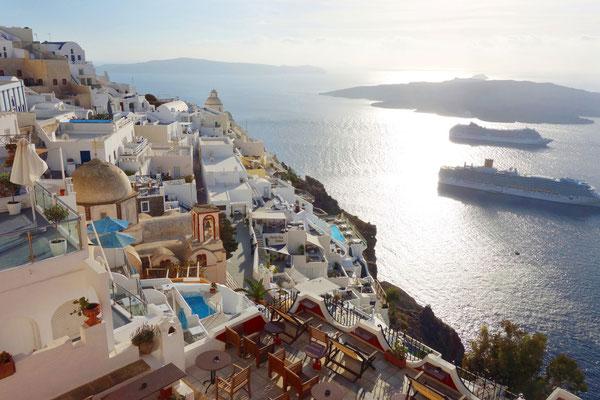 Fira, dort wo die Kreuzfahrtschiffe ankern