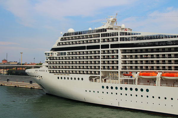 Die MSC Poesia in Venedig