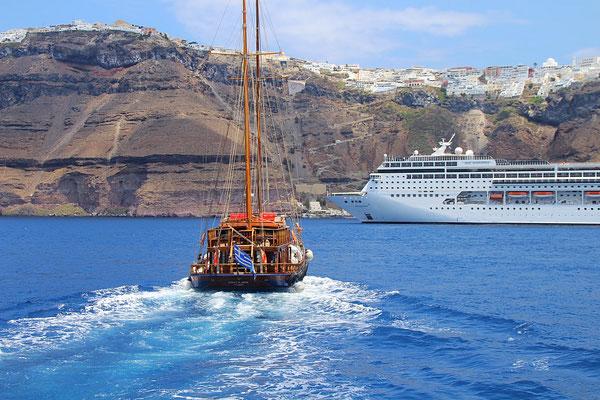 Die MSC Sinfonia in Santorini