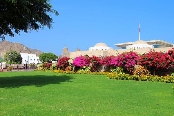 Das Gelände um den Al Alam Palace