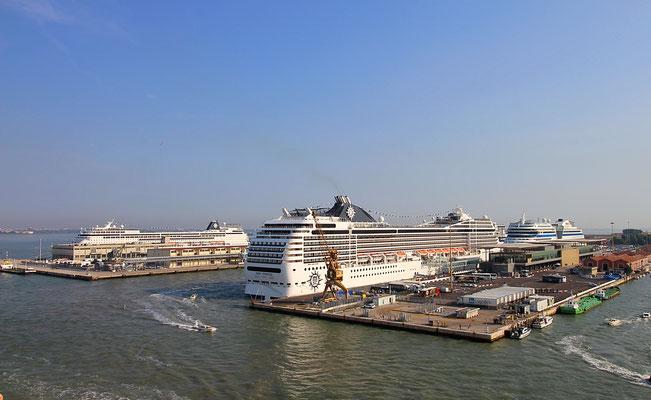 Einlaufen im Hafen von Venedig