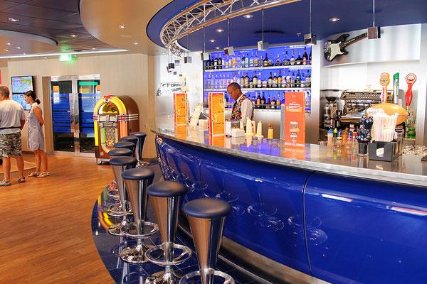 Auch eine Bar ist in der Sports Lounge integriert