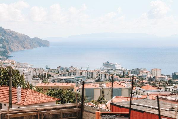 Die Aussicht von Funchal auf den Hafen