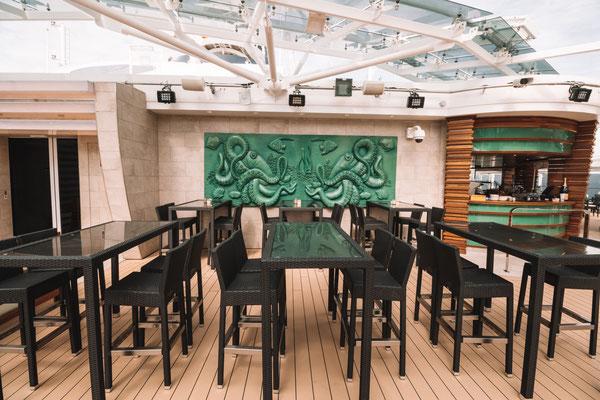 Sitzmöglichkeiten im Yacht Club Pooldeck