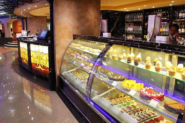 Eine grosse Auswahl an leckeren Torten oder Cupcakes