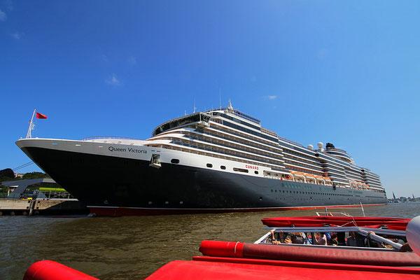 Die Queen Victoria angedockt am Kreuzfahrtterminal Altona