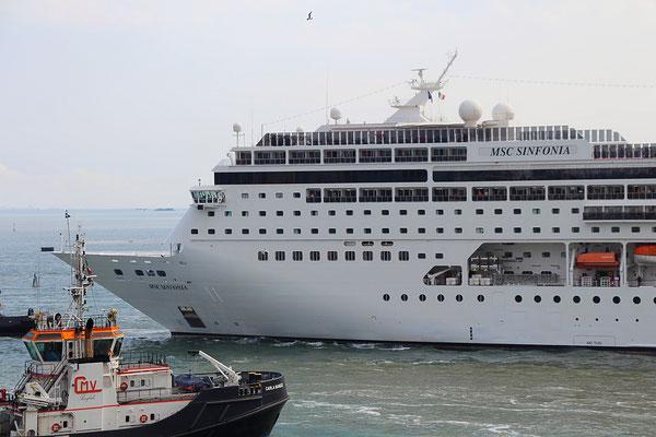 Die MSC Sinfonia verlässt Venedig