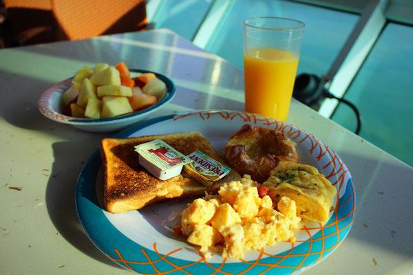 Frühstück im Windjammer Aussenbereich