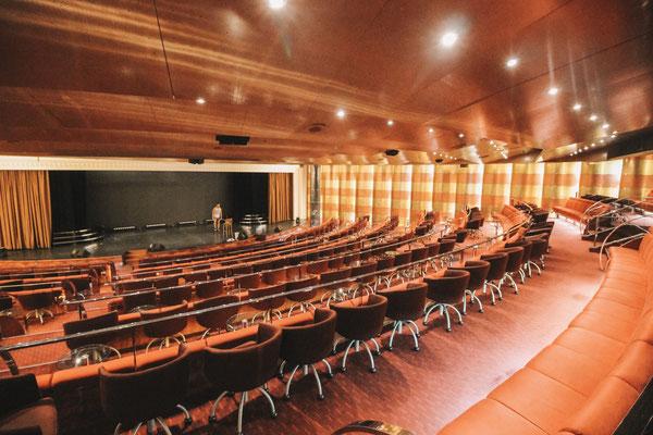 Das Theater ganz am Bug