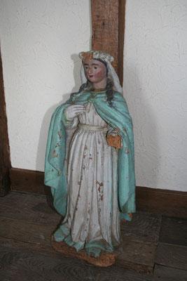 Statue en bois polychrome du 19ème siècle, à l'origine placée dans une niche en forêt sur le lieu de pélerinage. Photo Françoise Parizel
