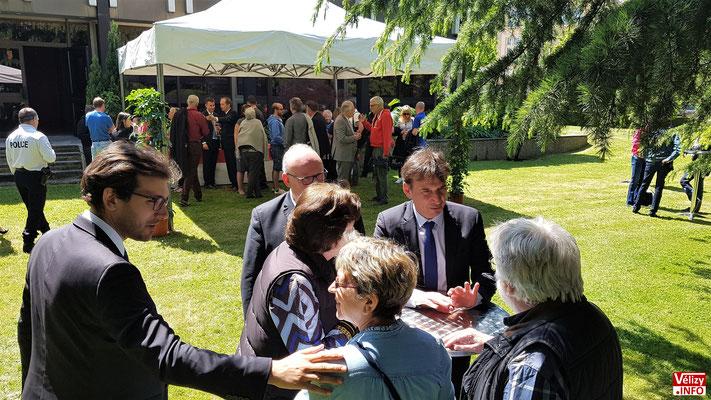 Cocktail organisé par la Mairie de Vélizy à l'issue de l'inauguration de l'Hôtel de Police.