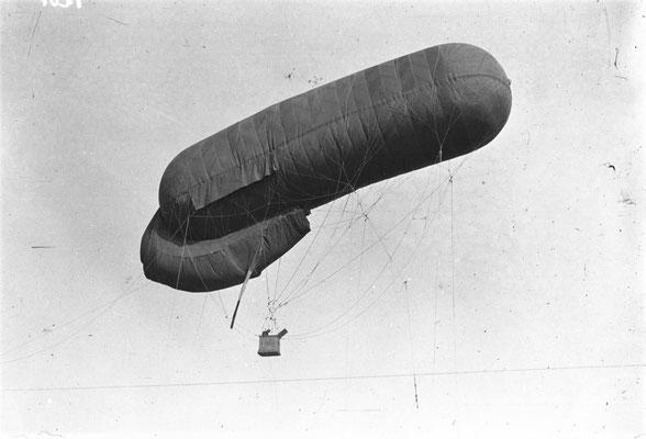 Guerre de 1914  élévation de la saucisse - Photographie de presse - Agence Mondial