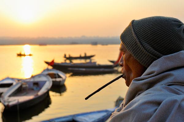 Zähneputzen am Ganges
