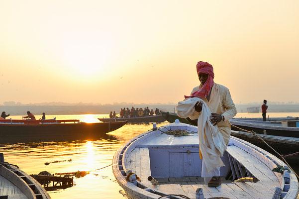 das Tagesgeschäft der Bootfahrer beginnt