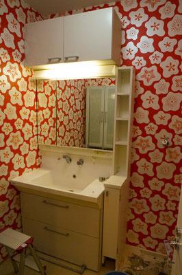 POPなイメージの洗面室