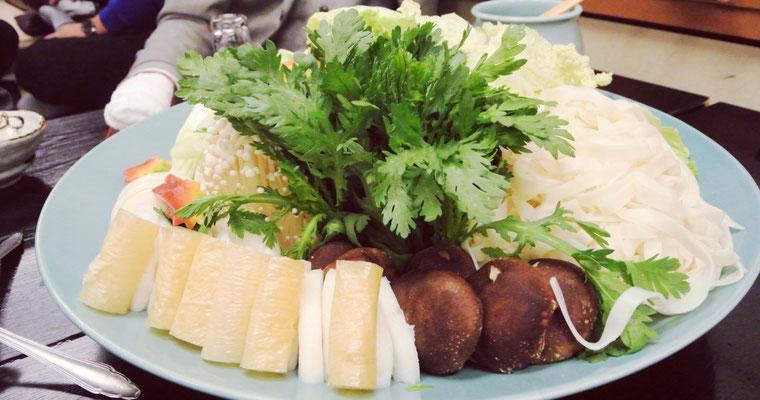 こっちのお皿は野菜と麺