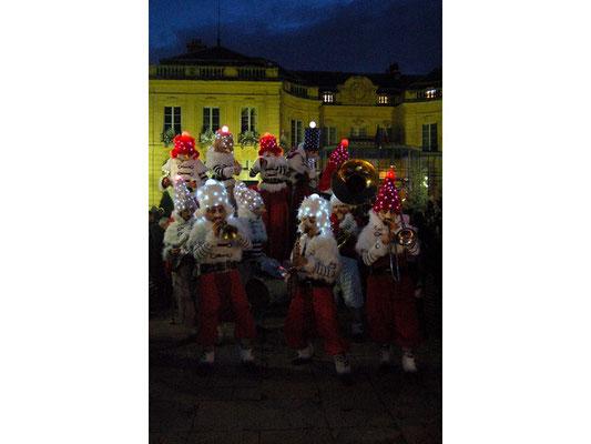 (DR) Compagnie Remue ménage-Les Gnomikys-Marché de Noël Amiens- CASA Chambres d'hôtes Amiens