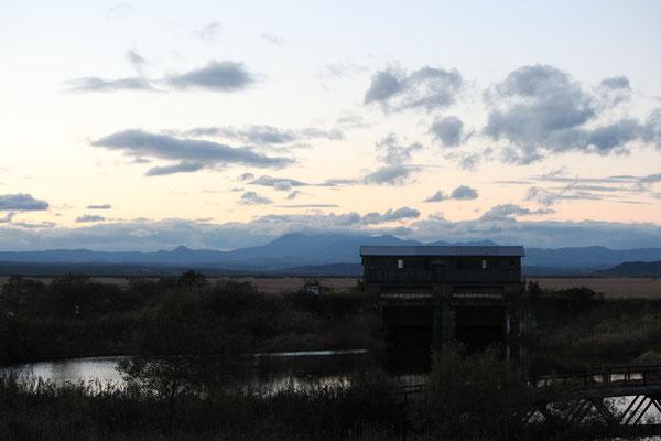 岩保木水門と釧路湿原