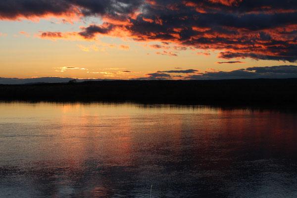 釧路川と湿原 (岩保木水門前)