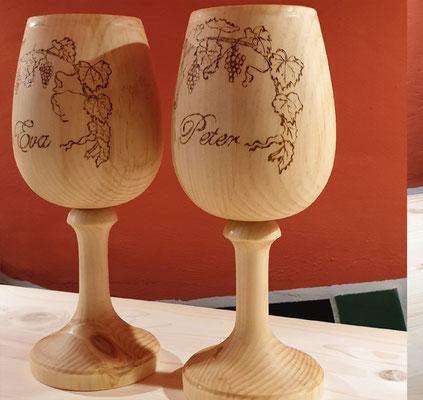 Rotweinglas aus Holz