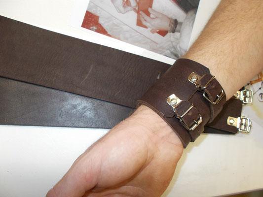 Bracelet de force cuir tannage végétal 2 lanières 25€