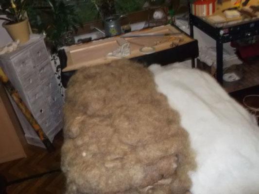 Démontages , coupe sur mesure du dossier et de l'assise couture et gainage avec rembourrage du crin et mousse