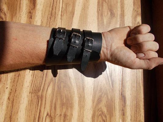Bracelet de force cuir tannage végétal 3 lanières 35€
