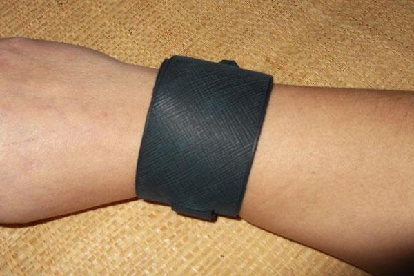 Bracelet de force double tours cuir tannage végétal 25€
