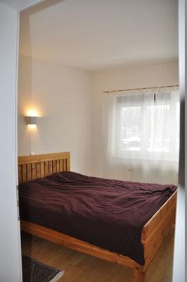 Der Wechseldimmer sorgt stets für das passende Licht im sonst bewusst E-Smog-reduziert gehaltenen Schlafzimmer.