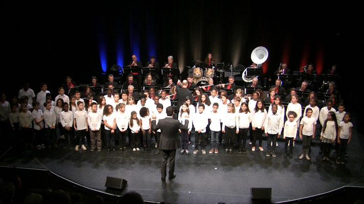 La chorale des enfants de l'école de la fosse cornue et du conservatoire de Moissy