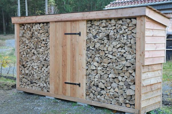 Holzschober 2.0: Wehe, hier nimmt jemand ein Holzscheit raus...