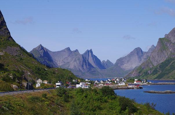 ロフォーテン諸島・ライネ ノルウェー北部のロフォーテン諸島の漁村 2019年7月 松村一氏撮影