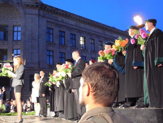 リーガ ドーム教会広場 ラトヴィア大学入学イベント     2011年9月志摩園子氏撮影