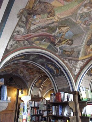 リトアニア ヴィルニュス             ヴィルニュス大学内書店の天井フレスコ画        2011年8月志摩園子氏撮影
