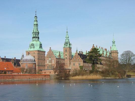 フレドリクスボー城   2004年6月 松村一氏撮影  コペンハーゲン郊外にある16世紀の城 現在は国立歴史博物館となっている