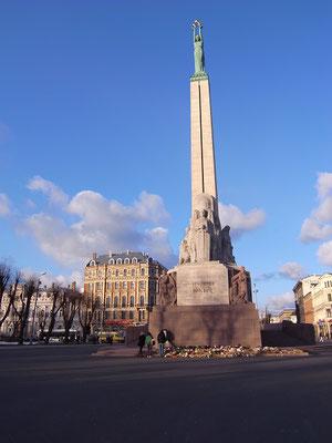 ラトヴィア、リーガ 自由の記念碑 2009年3月26日 志摩園子氏撮影