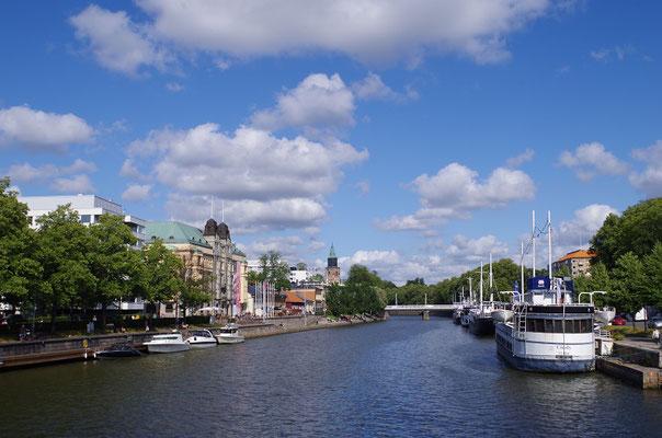 トゥルクの町   2019年8月 松村一氏撮影        フィンランド第3の町トゥルクの街並みとアウラ川