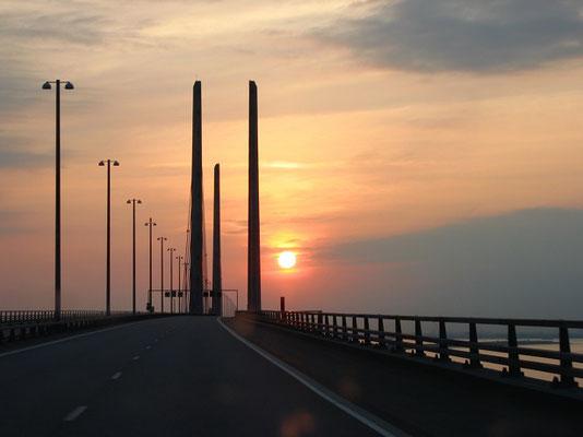 ウアスン大橋夕景   2004年6月 松村一氏撮影  ウアスン海峡にかかる約8Kmの橋 海底トンネルとともにデンマークとスウェーデンを結んでいる