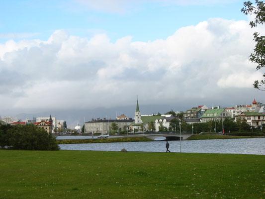 アイスランド 首都レイキャヴィク         約13万人の人口を擁するアイスランドの首都     2003年7月  松村一氏撮影
