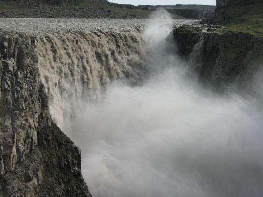アイスランド デティフォス滝 アイスランド北東部のヴァトナヨークル国立公園内の滝 2003年7月   松村一氏撮影