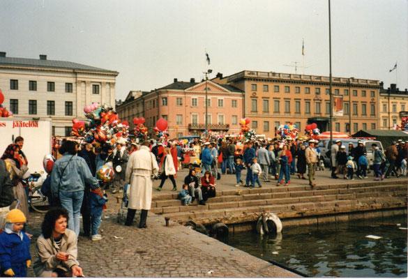 広場の復活祭の風景 1988年4月1日 百瀬淳子氏撮影